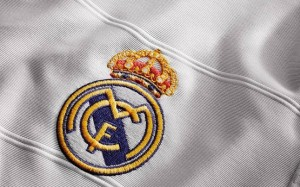 real-madrid-home-shirt-2013-crest