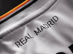 real-madrid-home-shirt-2013-neck-detail