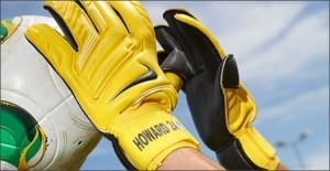 Nike-GK-Glove-Yellow-Play-Test-Img1