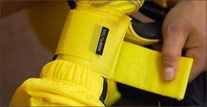 Nike-GK-Glove-Yellow-Play-Test-Img2