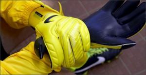 Nike-GK-Glove-Yellow-Play-Test-Img5