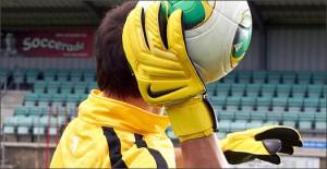 Nike-GK-Glove-Yellow-Play-Test-Img6