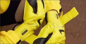 Nike-GK-Glove-Yellow-Play-Test-Img7