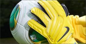 Nike-GK-Glove-Yellow-Play-Test-Img9