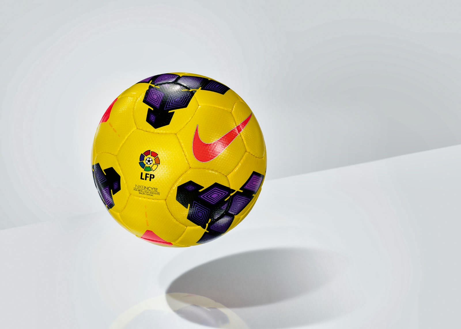 Nike Incyte Hi Vis Ball (5)