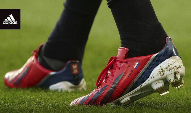 van-persie-custom-adizero-on-pitch