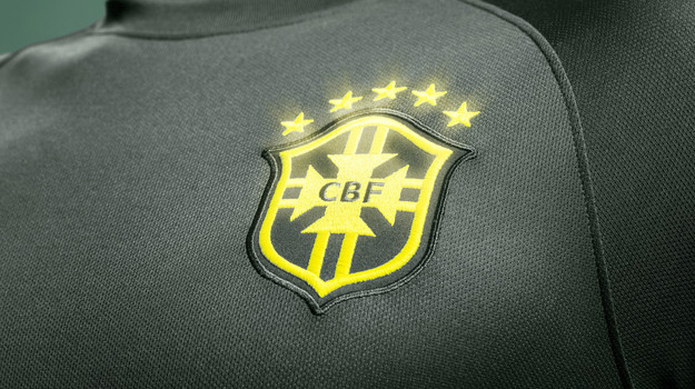 kickster_ru_nomer_Brasil_National_Team_Third_Kit_Glow-in-the-dark_team_crest_large-copy