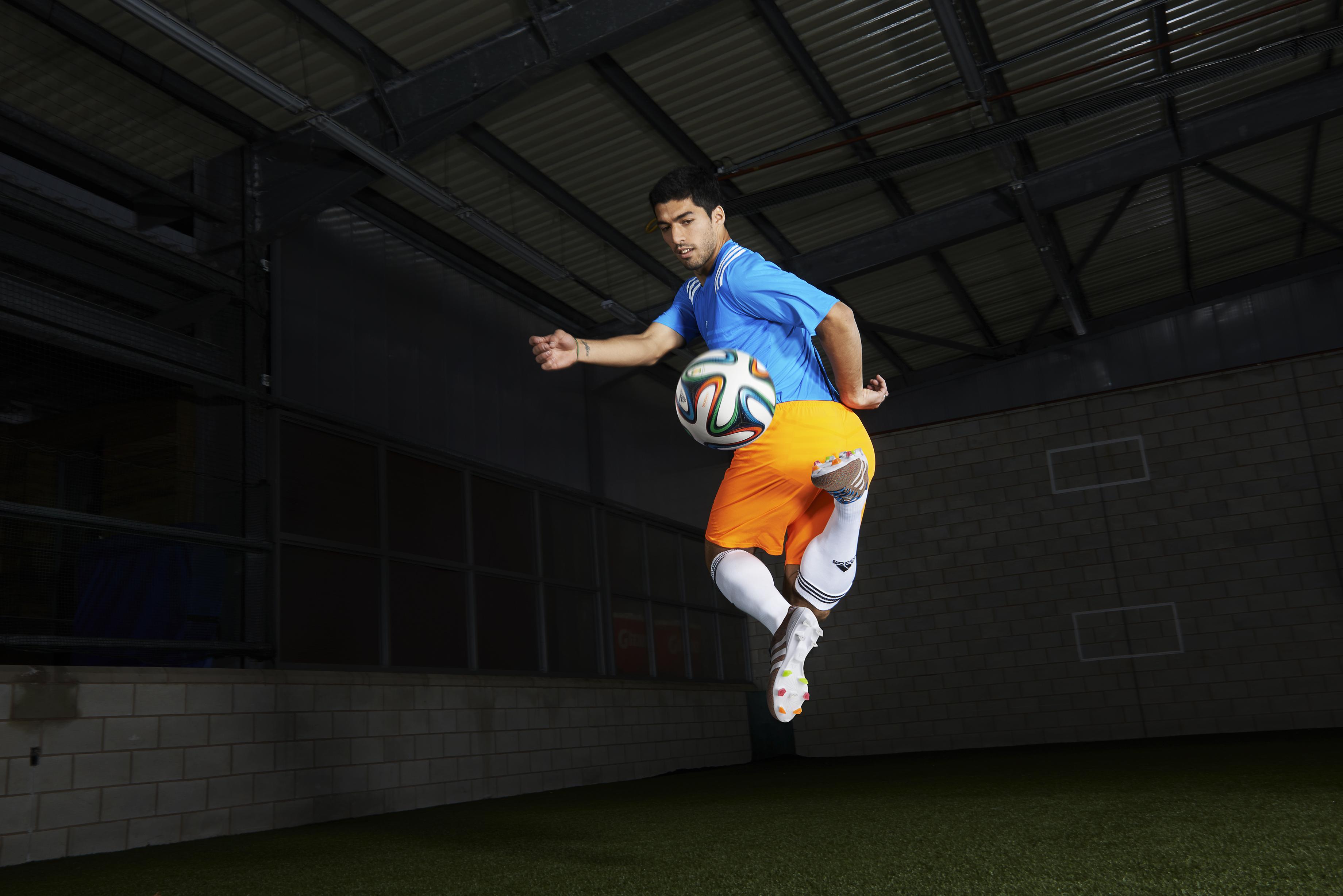 kickster_ru_Luis-Suarez-action-1