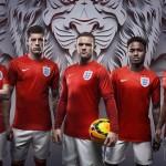Сразу два комплекта формы сборной Англии.