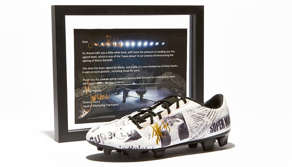 kickster_ru_balotelli_signed_stampa_img1