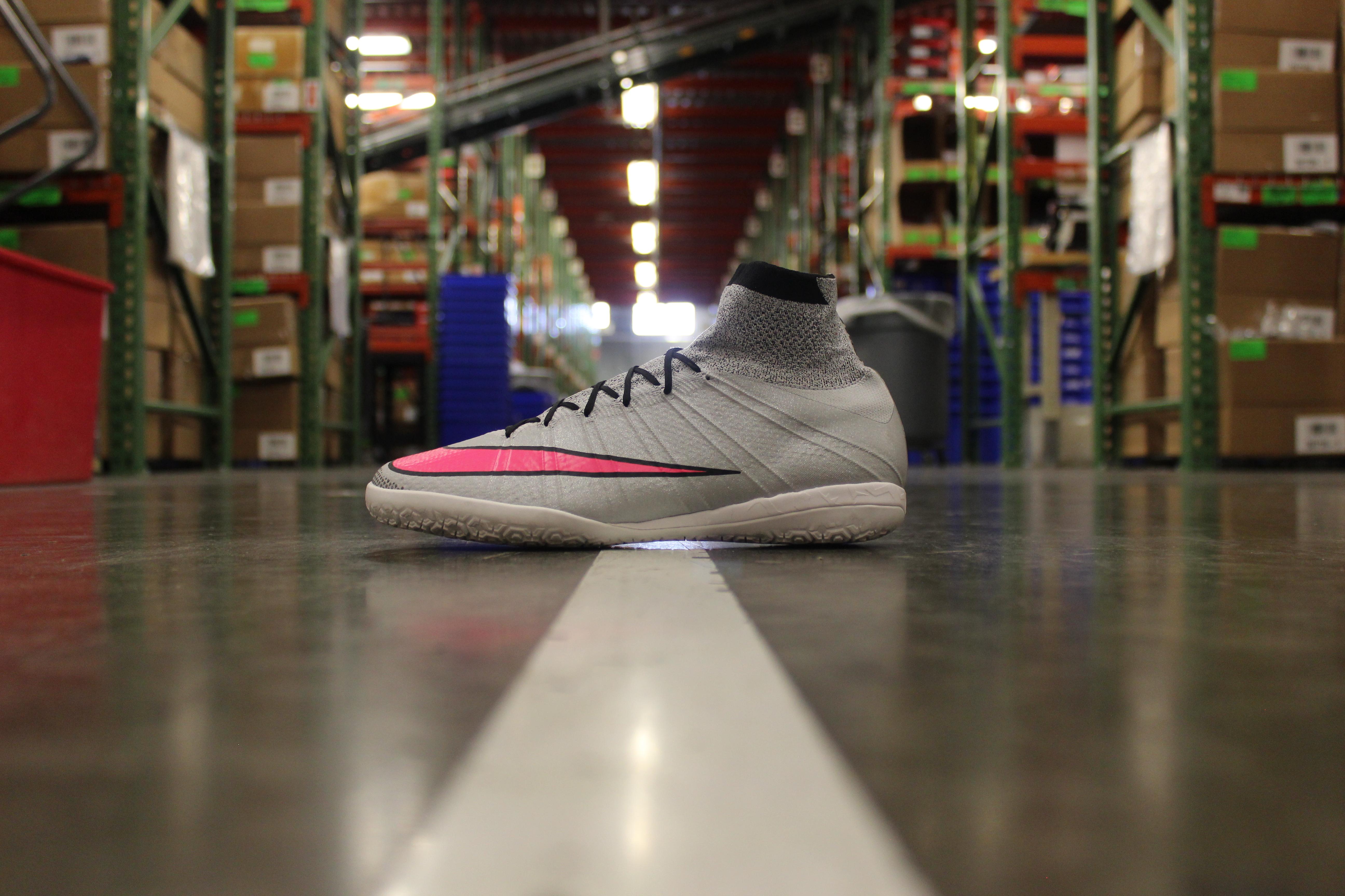 619dbe29 Nike внёс огромный вклад в футбольную моду и стиль. Каждый раз при выходе  новой линейки бутс они сразу же привлекают к себе внимание.