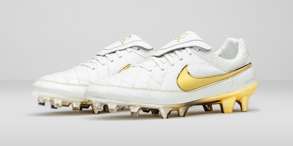 fe1672c9 Трибьют бутс Роналдиньо Nike Tiempo Touch of Gold