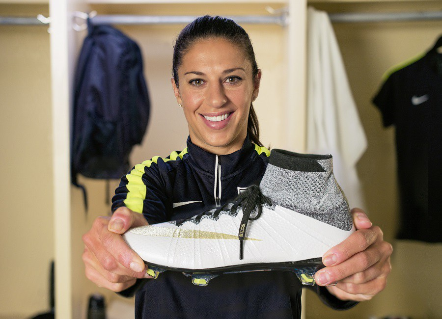 kickster_ru_Carli-Lloyd-with-Superfly